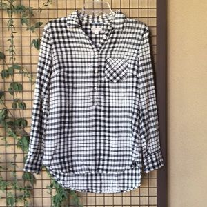 {Merona}Sz Small Blk/Cream Plaid 1/2 Button Top